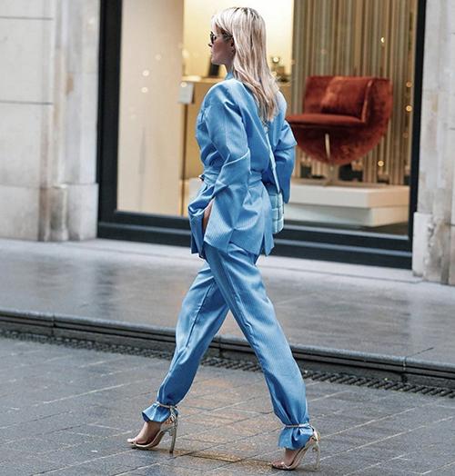 Đầu năm 2020, tông xanh đã được dự báo sẽ làm mưa, làm gió ở mùa thời trang mới. Sau sức hút của gam classic blue là sự lên ngôi của baby blue và màu xanh dương, xanh pastel.