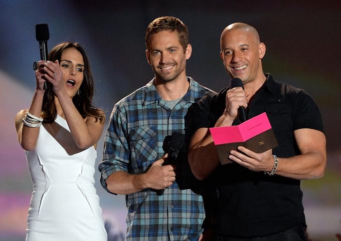 Jordana Brewster bên hai bạn diễn của Fast & Furious - Paul Walker (giữa) và Vin Diesel.