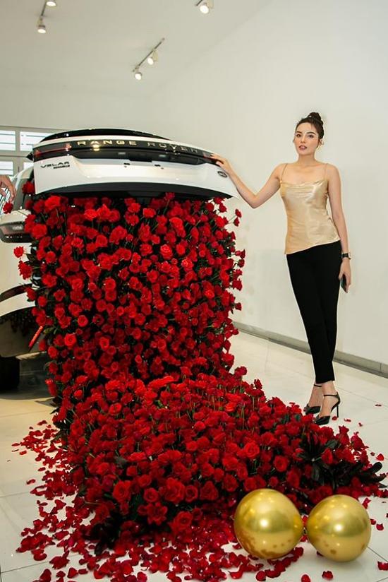 Trước đó, hoa hậu từng tậu một xe hơi khác giá khoảng 3 tỷ đồng.