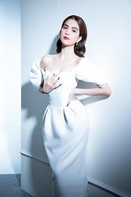Bộ ảnh được thực hiện với sự hỗ trợ của nhiếp ảnh Nguyễn Văn Anh Tuấn, trang điểm Bảo Bảo, làm tóc Tài Phạm, dựng cảnh Toàn Tống.