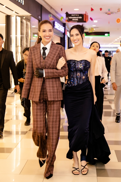 Diễn chung ăn ý trên phim, Ái Phương và Phương Anh Đào cũng rất thân thiết ngoài đời.
