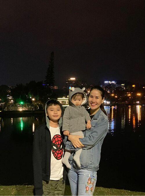 Diễn viên Thân Thúy Hà đưa hai con lên Đà Lạt du lịch.