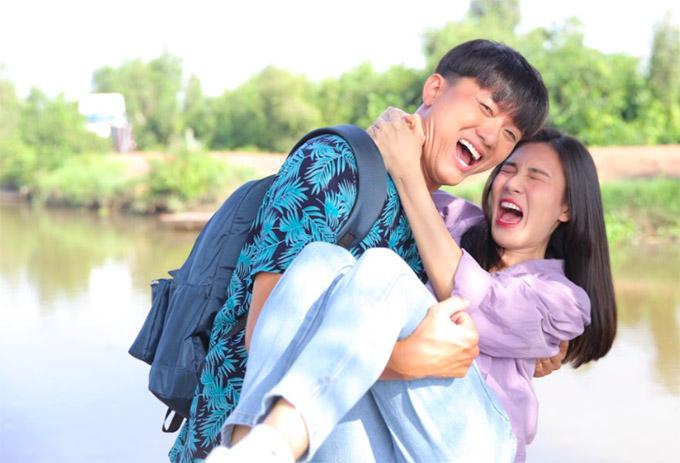Tăng Huỳnh Như cũng cố gắng tung hứng ăn ý với đàn anh trong bộ phim hài.