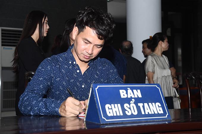 Xuân Bắc có mặt từ rất sớm tại tang lễ. Anh dẫn đầu đoàn nghệ sĩ Nhà hát Kịch Việt Nam và tham gia vào ban tổ chức tang lễ.