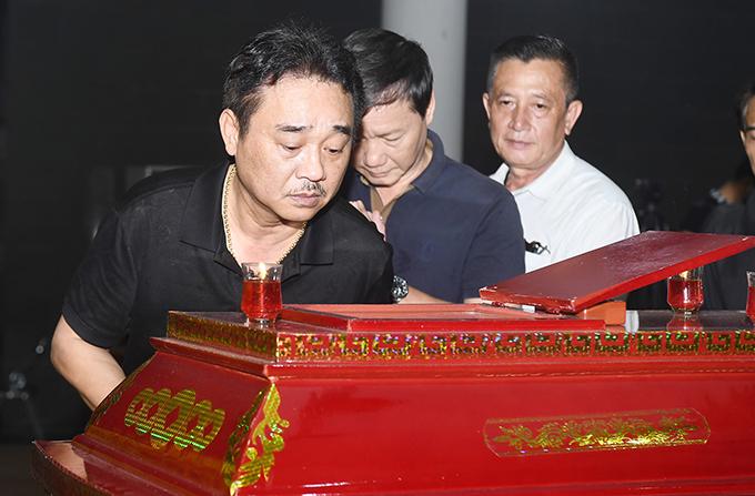 NSND Quốc Khánh đi cùng đoàn nghệ sĩ của Nhà hát kịch Việt Nam.