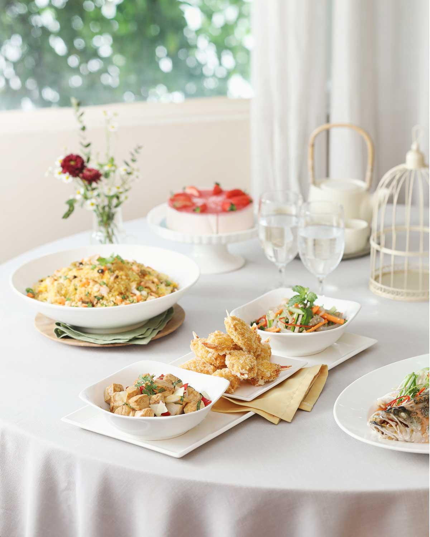 Không chỉ chăm chút cho không gian tiệc, thực đơn với các món ăn phong phú mang phong cách ẩm thực từ Âu tới Á cùng những món ăn chay thực dưỡng, hứa hẹn mang đến nhiều sự lựa chọn phù hợp đi cùng chất lượng.
