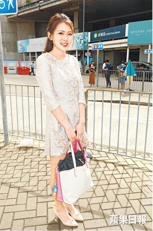 Lại Kỳ Viện đến TVB để tham gia cuộc phỏng vấn.