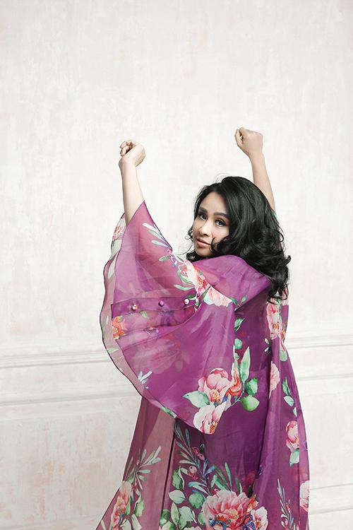 Trang phục nằm trong bộ sưu tập Mơ yêu của Vũ Ngọc và Son được Thanh Lam yêu thích. Bởi nó mang lại sự thoải mái, bay bổng và phù hợp với phong cách của chị.