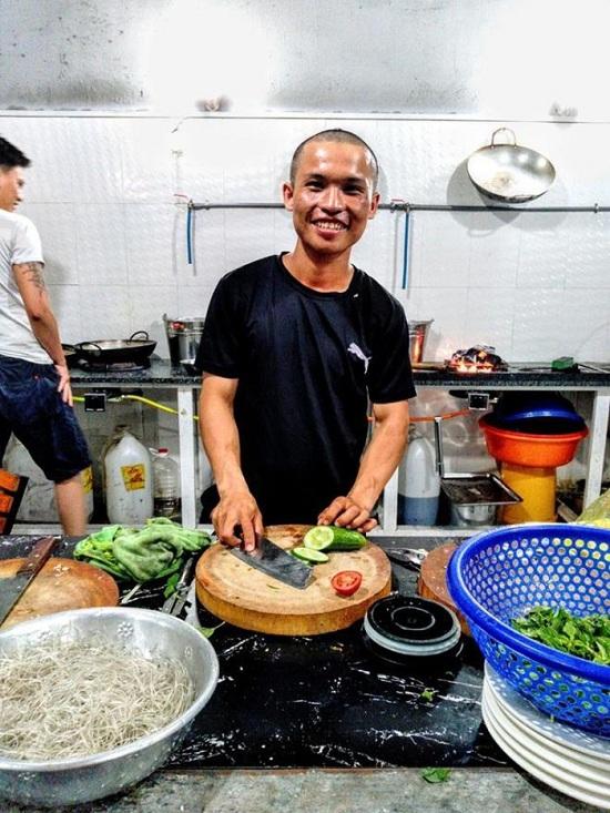 Quý làm phụ bếp ở Phan Rang. Ảnh nhân vật cung cấp.
