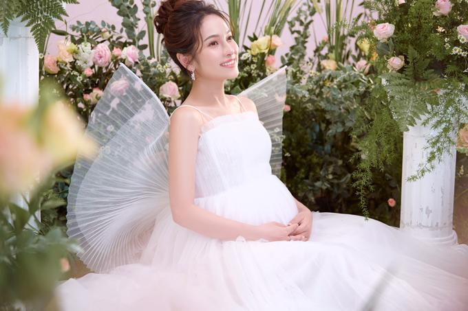 Bố mẹ chồng của Sara Lưu rất vui vì tin chị bầu song thai. Vì thế, tuy ở xa, ông bà chịu khó hỏi han, trò chuyện, hỏi thăm sức khỏe con dâu và dặn nhạc sĩ quan tâm vợ.