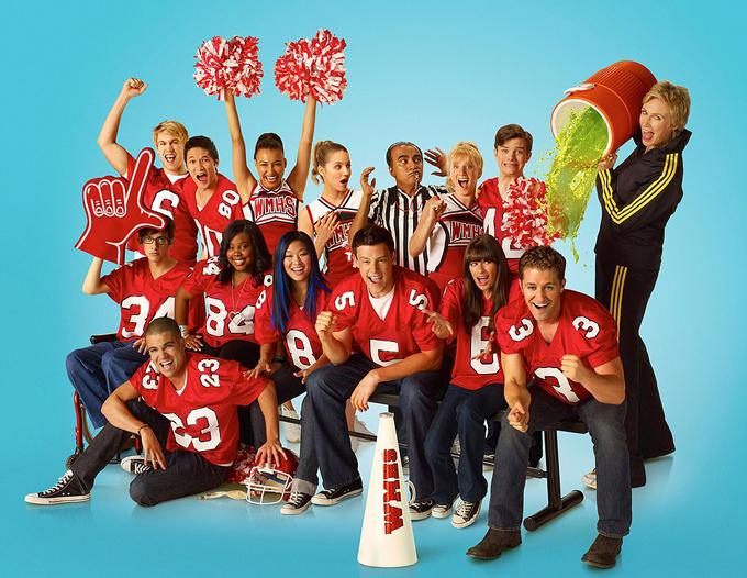 Dàn diễn viên và đoàn làm phim Glee lần lượt chứng kiến những cái chết thương tâm trong 10 năm qua.