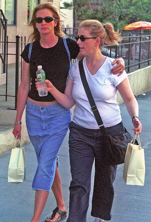 Nancy Motes và chị gái Julia Roberts.