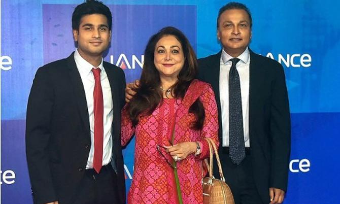 Bà Tina cùng chồng Anil Ambani và con trai cả Jai Anmol. Ảnh: India Times.