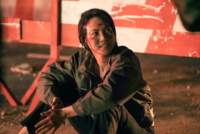 Phương Anh Đào có nhiều cảnh bầm dập trong phim.