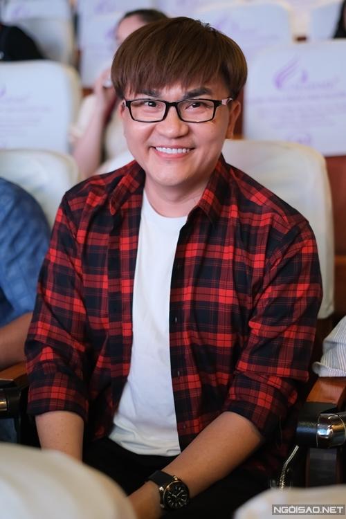 Nghệ sĩ - MC Đại Nghĩa đến xem phim mới của các đồng nghiệp.