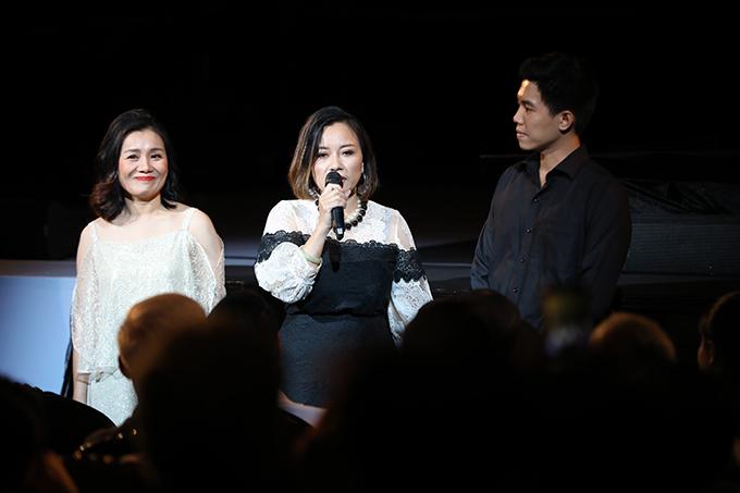 Ba người con của nhạc sĩ Phó Đức Phương - Phó Vũ Thư, Phó Khánh Chi và Phó Đức Hoàng (từ trái sang).