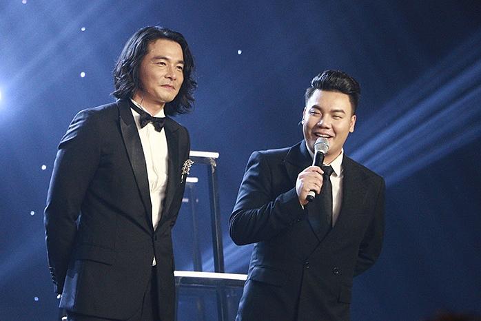 Nhạc sĩ Hamlet Trương làm MC đêm chung kết.