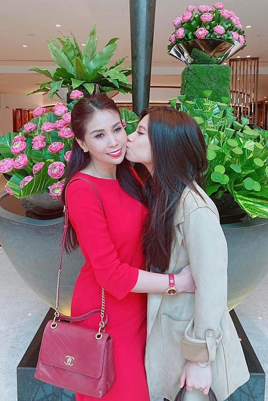 Tình cảm hai mẹ con ngày càng bền chặt. Ban đầu, Lý Hương dự định đi lại giữa Việt Nam và Mỹ nhưng dịch Covid-19 khiến cô kẹt lại ở Mỹ từ tháng 3/2020. Do đó, cô dành thời gian cho con gái Princess Lam và tận hưởng cuộc sống độc thân.