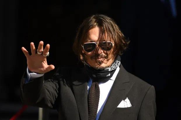 Johnny Depp đến tòa buổi thứ tư, ngày 10/7.