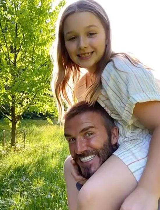 Trên Instagram có gần 64 triệu người theo dõi, Becks đăng tải video tổng hợp hình ảnh con gái từ ngày nhỏ tới lớn. Ông bố điển trai viết: Gửi quý cô xinh đẹp. Chúc mừng sinh nhật tới cô gái bé nhỏ đặc biệt nhất. Bố yêu con rất nhiều.