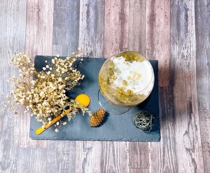 Chè đậu xanh nước cốt dừa hơm ngon, giải nhiệt là một trong những món ăn Trà Ngọc Hằng thích nấu nhất. Các nguyên liệu không cầu kỳ mà cũng dễ nấu nên có thể giúp cô tiết kiệm nhiều thời gian làm những việc khác.