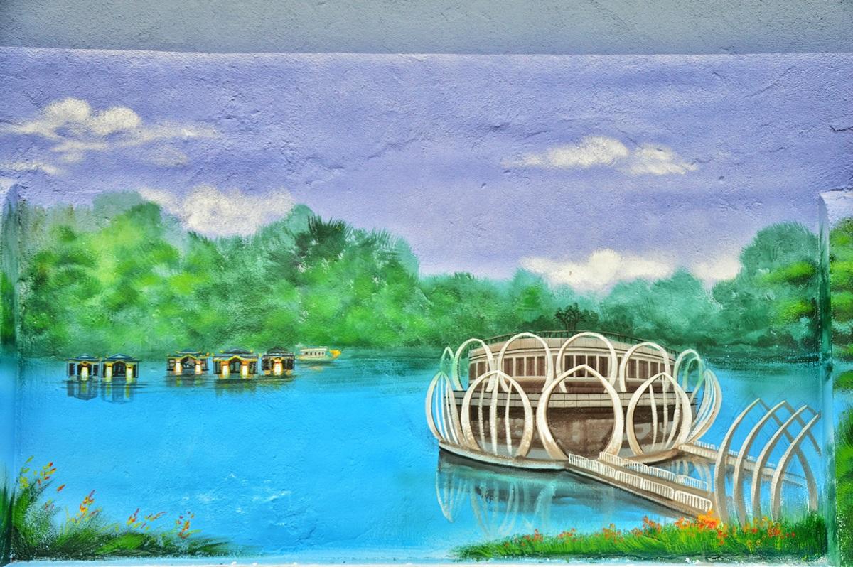 Nhà hàng ba tầng hình đóa sen nằm trên dòng Hương, sát Trường Tiền . Kiến trúc lạ mắt khiến không gian này trở thành chốn lui tới quen thuộc của người dân Huế và điểm đến hấp dẫn đối với du khách.