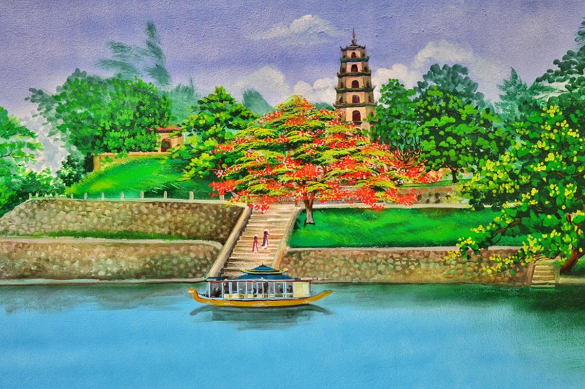 Vẻ đẹp chùa Thiên Mụ qua nét vẽ trên tường. Công trình nằm trên đồi Hà Khê, tả ngạn sông Hương, khởi lập năm Tân Sửu (1601). Nổi bật nhất là tháp Phước Duyên với chiều cao 21 m, gồm 7 tầng, mỗi tầng tháp đều thờ tượng Phật. Hiện chùa lưu giữ những cổ vật vua chúa Nguyễn để lại như: tượng Phật bằng đồng, Hoành phi sơn son thiếp vàng, cổ xe của bồ tát Thích Quảng Đức...