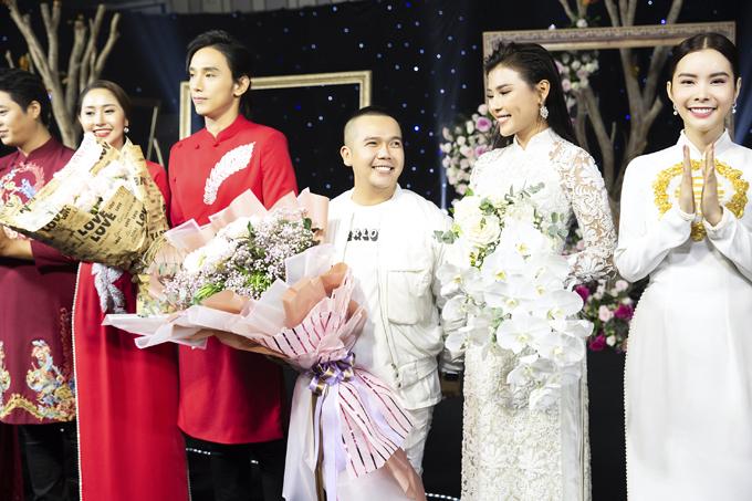 Bộ ảnh được thực hiện bởi trang phục: Áo dài Minh Châu, ảnh: Phan Tiến Vũ.