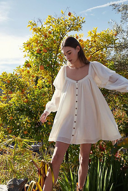 Những cô nàng yêu cảm giác tự do, thoải mái có thể chọn đầm không kén dáng trên các chất liệu vải thô tạo cảm giác thoáng mát.