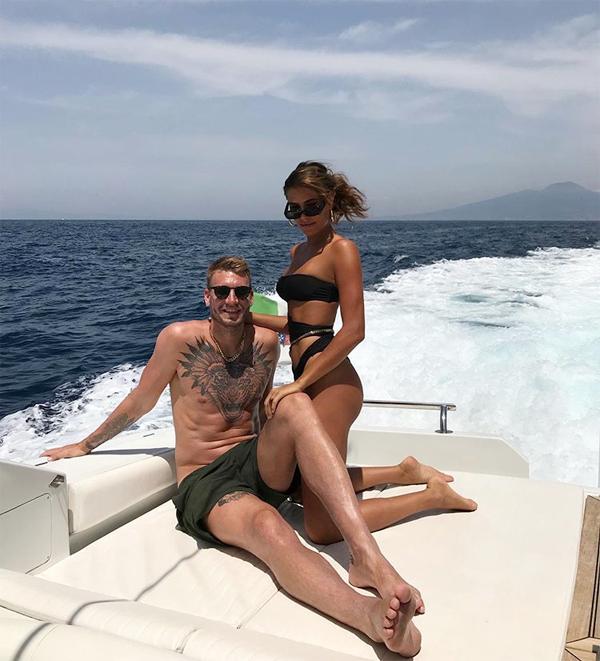 Cặp đôi đăng ảnh tới Italy nghỉ dưỡng từ tuần trước, khi châu Âu nới lỏng lệnh cách ly do Covid-19.