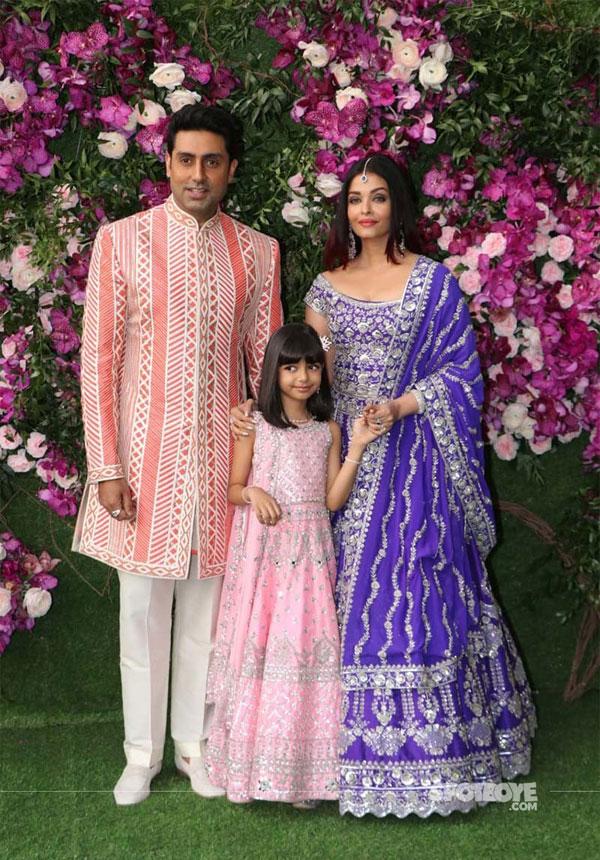 Aishwarya Rai cùng chồng - tài tử Abhishek Bachchan và con gái đến dự đám cưới con trai tỷ phú Ấn Độ, Mukesh Ambani vào tháng 3/2019.