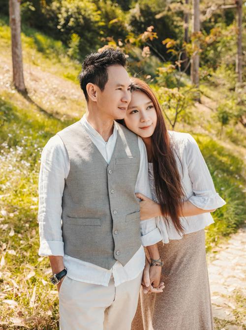 [Caption]Nếu như Lý Hải với sự nghiệp thành công, tính cách lịch thiệp thì Minh Hà lại là người vợ đảm đang, xinh đẹp.