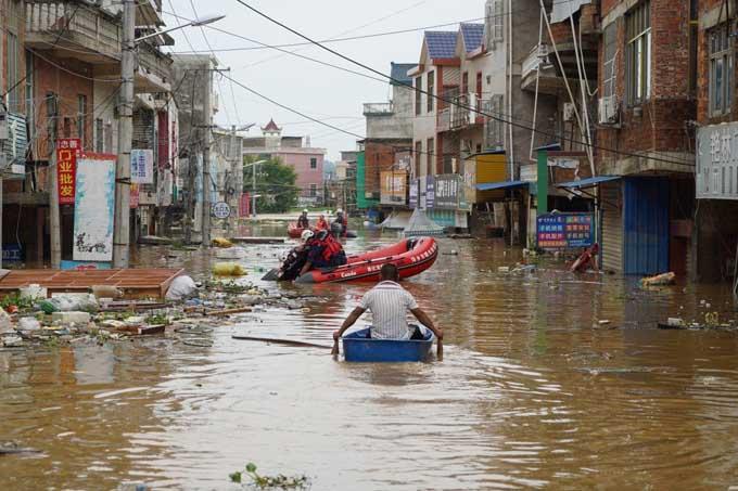 Khung cảnh ngập lụt, hoang tàn vì mưa lũ ở tỉnh Giang Tây. Ảnh: SCMP.