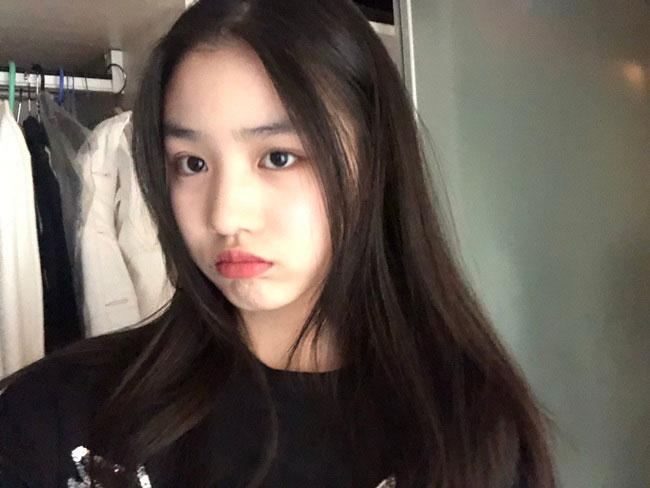 Nhan sắc tuổi teen của bé Quả Táo, con gái Uông Phong.