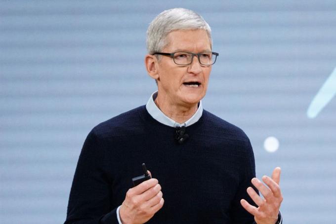 2. CEO Apple Tim Cook: 133,7 triệu USDĐứng ở vị trí thứ 2 nhưng mức lương thưởng CEO của Apple chỉ nhận lương 3 triệu USD và thưởng là 7,7 triệu USD. Tuy nhiên, cổ phiếu Apple tăng phi mã thời gian qua đã giúp ông có được số tiền hàng chục triệu USD.