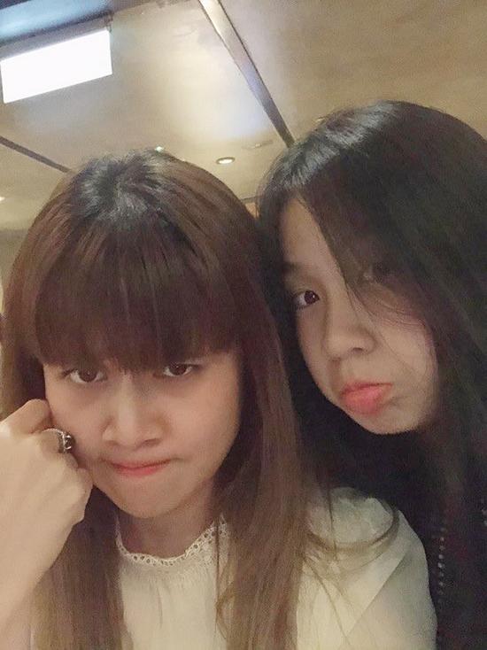 Hai mẹ con Lưu Thiên Hương nhí nhảnh bên nhau. Hiểu con gái đang ở độ tuổi teen, cô dành nhiều thời gian chăm sóc, tâm sự cùng con ở giai đoạn quan trọng của cuộc sống.