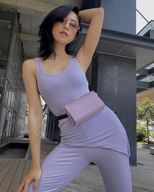 Salim bắt trend tím lilac khác sớm. Cô giúp mình ấn tượng khi diện nguyên set đồ mang tông màu hot nhất mùa hè 2020.