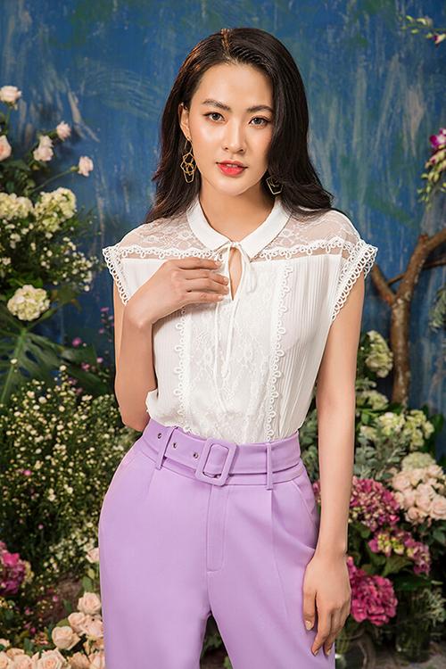 Trong khi đó, quần âu màu lilac kết hợp áo sơ mi pha ren lại mang đến vẻ thanh lịch, nền nã.