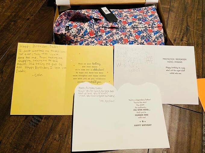 Các con tặng áo hoa và thiệp viết tay cho Bằng Kiều.