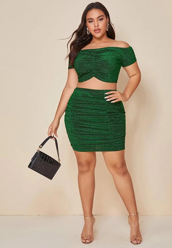 Những đường nhún tinh tế trên váy áo  trơn màu có tác dụng