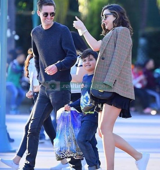 Evan Spiegel bên Miranda Kerr và bé Flynn.