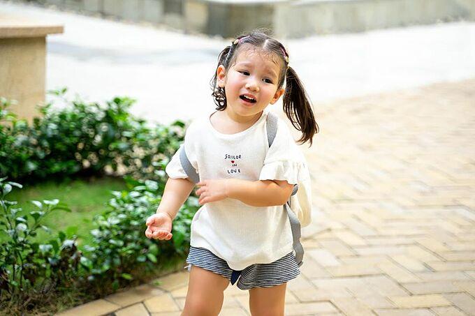 Siêu mẫu Hà Anh khen con gái Myla diễn xuất kinh thần khi làm biểu cảm khổ sở.