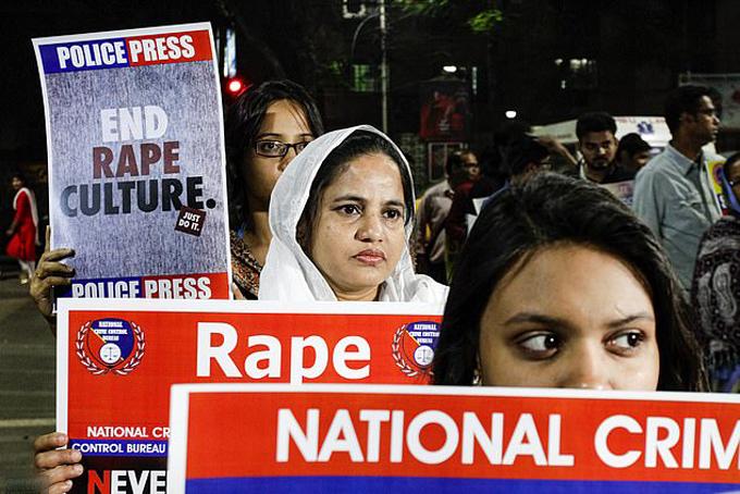Phụ nữ Ấn Độ biểu tình chống nạn hiếp dâm trên toàn quốc. Ảnh: AP.