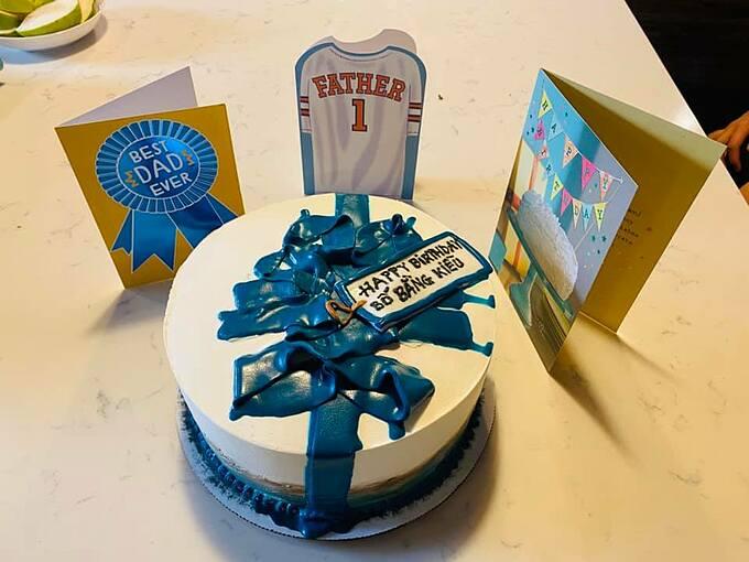 Bánh sinh nhật các con tặng Bằng Kiều.