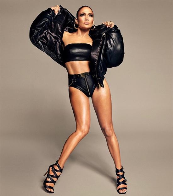 Jennifer Lopez khoe cơ bụng 1-1.