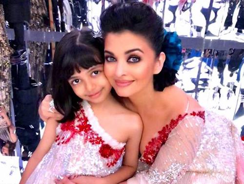 Hoa hậu Aishwarya Rai hiện tại và con gái.
