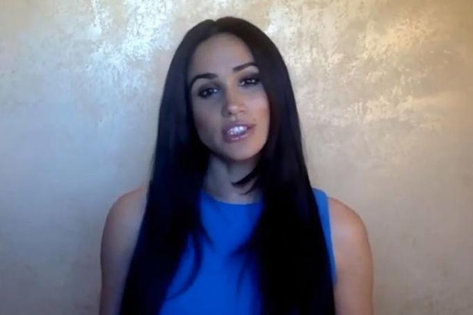 Meghan lên tiếng về các vấn đề chính trị từ biệt thự ở Beverly Hill, Los Angeles, Mỹ. Ảnh: Twitter.