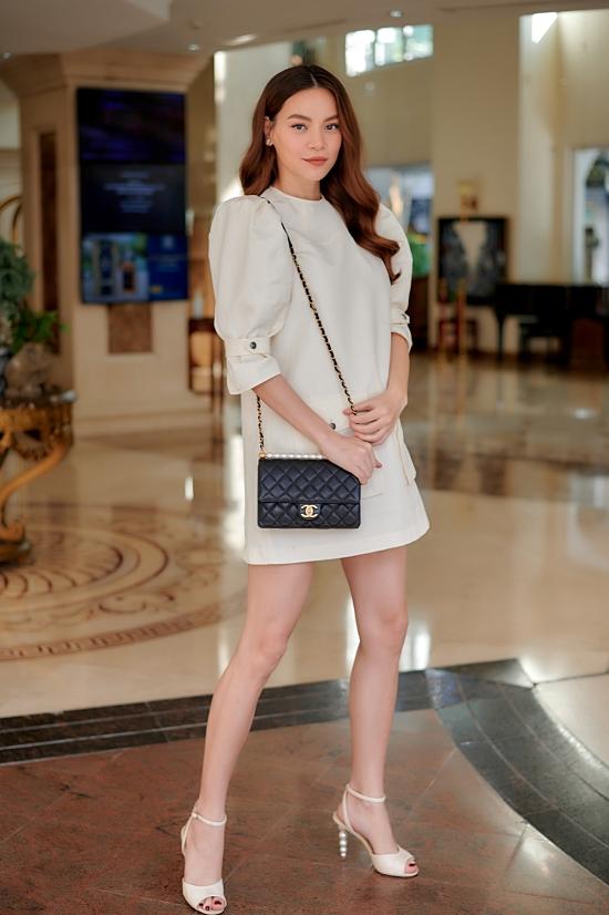 Dù mang thai, Hồ Ngọc Hà chăm chỉ làm việc và di chuyển nhiều nơi. Cô vừa có chuyến nghỉ hè tại Quảng Bình