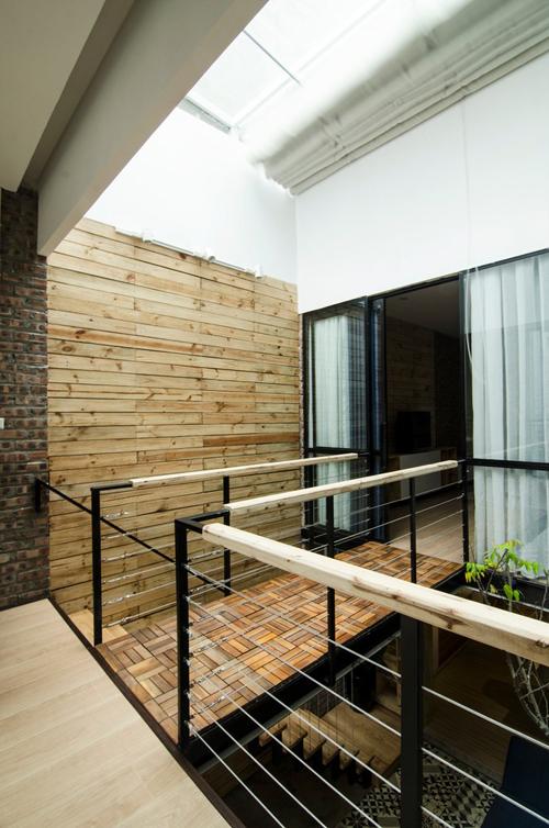 Căn nhà hai tầng - 10
