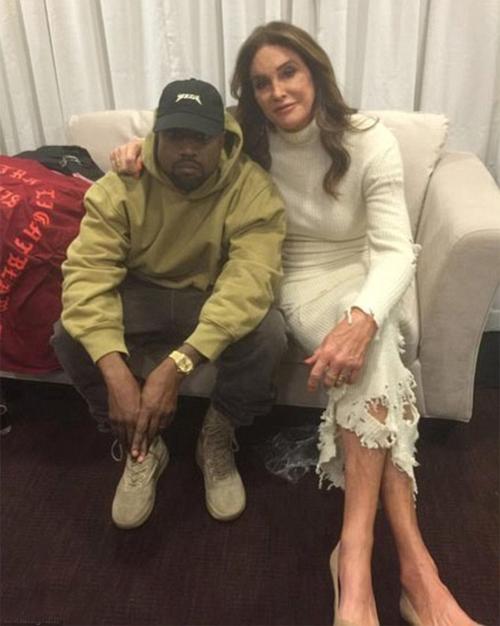 Caitlyn rất thân thiết với Kanye West. Sinh nhật của Kanye năm nay, Caitnlyn gọi con rể là một người đàn ông đáng kinh ngạc: Con không chỉ là một nghệ sĩ tài năng mà còn là người chồng, người cha tuyệt vời. Bố rất may mắn vì có con trong đời, Kanye.